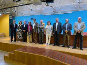Foto de familia de los ponentes y moderadores de este encuentro.